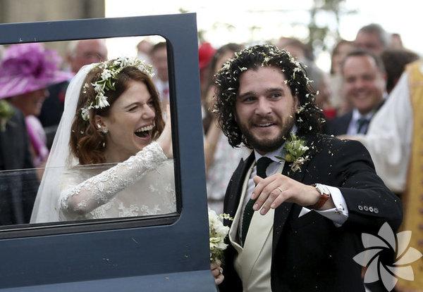 Game of Thrones dizisinde Jon Snow karakteriyle ünlenen Kit Harington ile Ygritte karakterini canlandıran Rose Leslie, İskoçya'nın kuzeydoğusundaki Rayne Kilisesi'nde düzenlenen törenle evlendi.