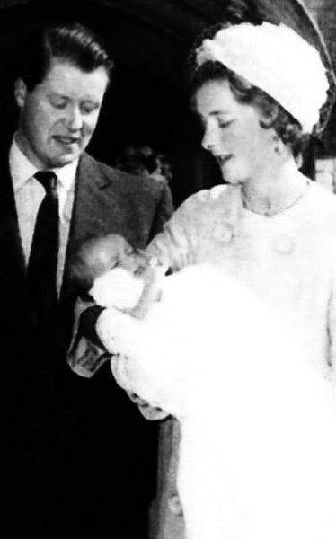 1961 Diana Spencer, Frances ve Edward Spencer'ın dördüncü çocuğu olarak 1 Temmuz 1961 yılında dünyaya geldi.