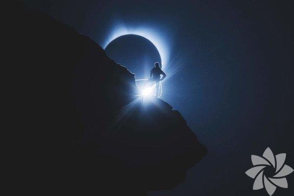 ABD'de 1918'den bu yana gerçekleşen ilk Tam Güneş Tutulması, birçok eyalette milyonlarca kişi izledi.