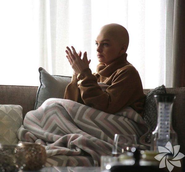 Ünlü oyuncu Pelin Karahan'ın uzun bir aradan sonra setlere geri döndüğü 'Yuvamdaki Düşman' dizisinde hayat verdiği 'Tülin Yılmaz' karakteri, bir bebekle birlikte tam bir aile olma hayali için yıllarca tedavi görüyor.