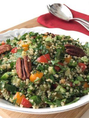 Pikan cevizli kinoa salatası