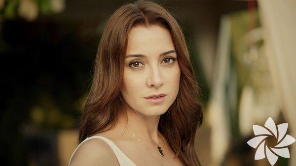 25 Mart 1973 yılında Adana'da doğdu.