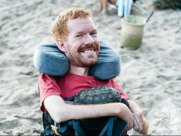Amerikalı Kevan Chandler bir kas hastalığı sonucu tekerlekli sandalyeye mahkum oldu.