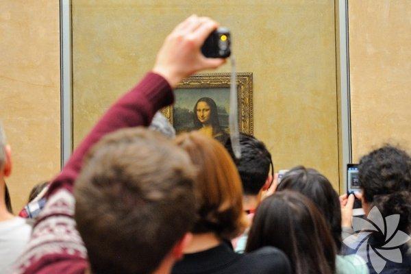 Mona Lisa Bu şaheser televizyonda gördüğümüz gibi devasa boyutlarda değil. Tablonun yüksekliği 76,2 santimetre, genişliği ise 53.34 santimetre.
