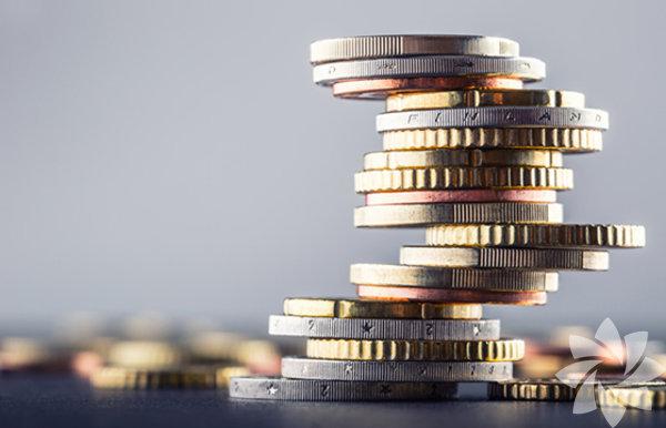 Bozuk paraların kenarlarındaki çıkıntılar 16. yüzyılda ortaya çıkmıştır. O zamanlarda insanlar, paraların kenarlarını kazıp fazladan para üretiyorlardı. Bunu önlemek için kenarları çıkıntılı paralar üretilmiş ve bu paralar üzerinden oynama yapılıp yapılmadığı daha net anlaşılmıştır.Bu yöntemi uygulayan artık kimse olmasa da günümüzde de paralar böyle üretiliyor.