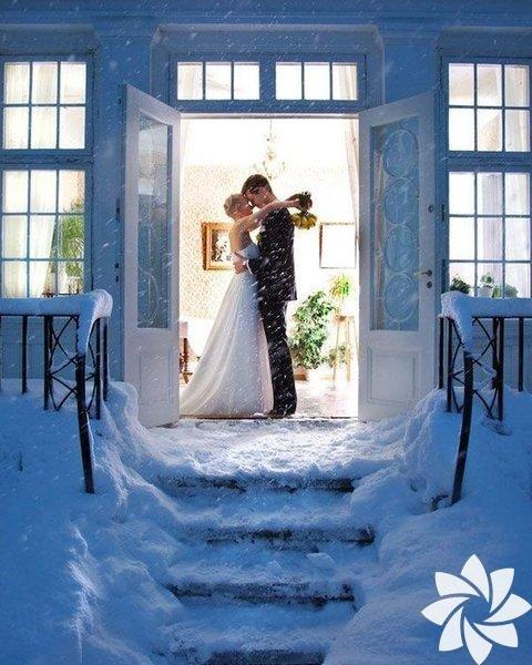 Düğün mekanı seçerken kış trafiğine dikkat edin. Merkezi yerleri seçmek misafirlerinizin ulaşımı için büyük kolaylık sağlaycaktır.