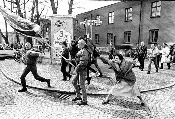 Danuta Danielsson, Nazilere çantasıyla vururken - 13 Nisan 1985