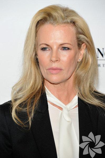 Amerikalı oyuncu ve model Kim Bassinger 8 Aralık 1953 doğumlu.