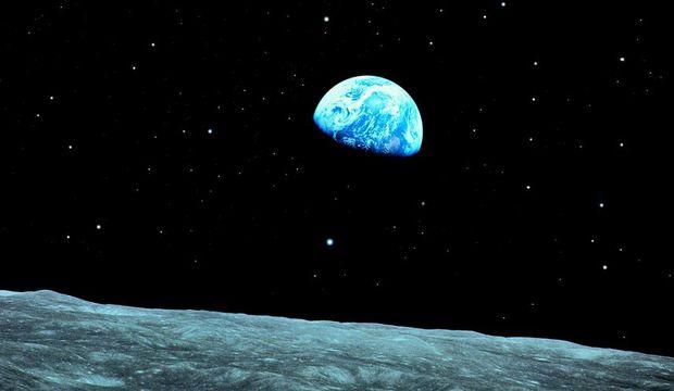 Evrende küçücük nokta insan