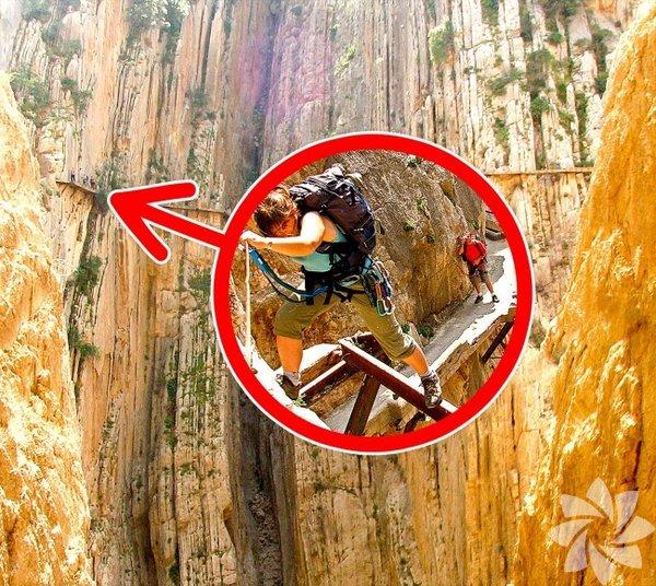 """El Caminito del Rey """"Kral'ın küçük patika"""" yolu anlamına gelen bu dağın içine işlenmiş demir yolu tüyler ürpertici. Patika Malaga'daki Chorro veGaitanejo şelalelerinin arasında bulunuyor. Patika 1.9312128 kilometre..."""