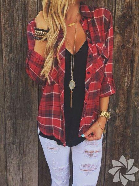 Düz bir siyah tişörtle birlikte günlük stilinizi tamamlayabileceğiniz kareli gömlekler bu senenin modası.