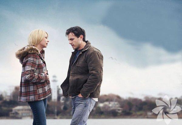 """Yaşamın Kıyısında (Manchester by the Sea)  Büyük acılar çeken insanlar üzerine çok film var ama bu kadar sahici olanına rastlamak zor. Kaldı ki, sadece acı çekmeyi anlatmıyordu. Her şey bir insanın yeniden sorumluluk alıp almamaya karar vermesiyle ilgiliydi.. Senaryoyu da yazan yönetmen Kenneth Lonergan, """"karakterin olgunlaşarak acıları geride bırakması"""" klişesini bir yana bırakarak yeniden başlamanın bazen imkânsız olduğunu anlatıyordu. Sade anlatımıyla insanın içine işleyen bir filmdi."""