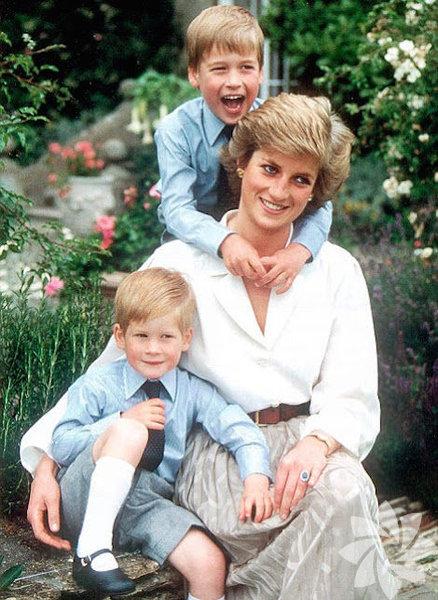 Her yaptıkları ile gündeme gelen İngiliz Kraliyet Ailesi'nin hayatı oldukça merak ediliyor.