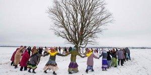 Ağacı bahara cesaretlendiren kadınlar