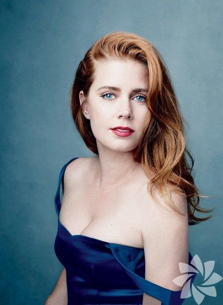 """Amy Adams 2006-2014 arası toplam """"5 adaylık ve 0 Oscar""""la listenin en talihsiz ismi. Aday olduğu yıllarda hiçbir zaman kesin favori değildi. Özellikle 2014 yılında Kate Blanchett'a karşı hiç şansı yoktu. Buna karşılık, yardımcı kategoride aday gösterildiği yıllarda kazanabileceğini düşünenlerin ya da kazanmasını isteyenlerin sayısı çoktu. Ancak son 4 yıldır Akademi'nin dikkatinden uzaklaşmış durumda. Umarız şansı döner ve kırmızı halının yolunu tutar."""