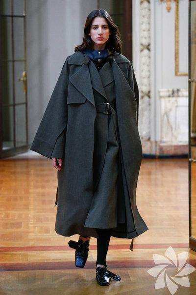 Victoria Beckham, markasının Sonbahar/Kış 2018 koleksiyon defilesini dün New York Moda Haftası kapsamında gerçekleştirdi. Defileye, Beckham ailesi de katılarak tasarımcıya destek verdi.