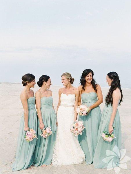 Pastel tonlar her ortamın kurtarıcısı olduğu gibi sahil düğünlerinin de vazgeçilmezi...