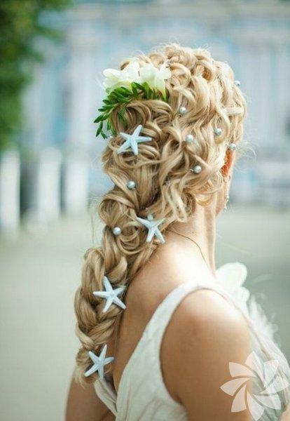 Kır çiçekleri yerine saçlarınızı küçük yıldızlarla süsleyebilirsiniz.