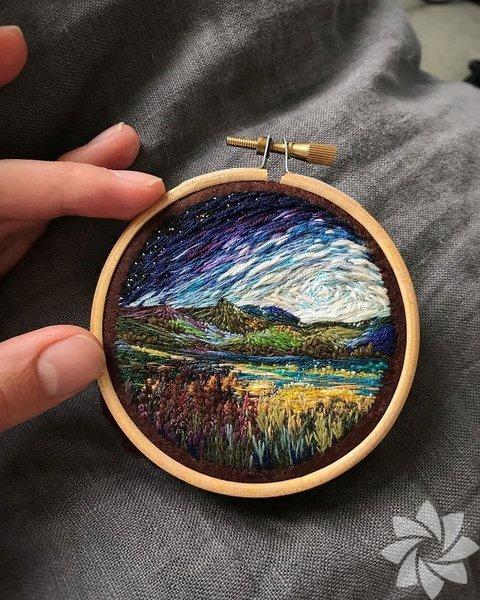 Sanatçı Shimunia, nefes kesen manzaralar yaratmak için boya yerine iğne iplik kullanmayı tercih ediyor.