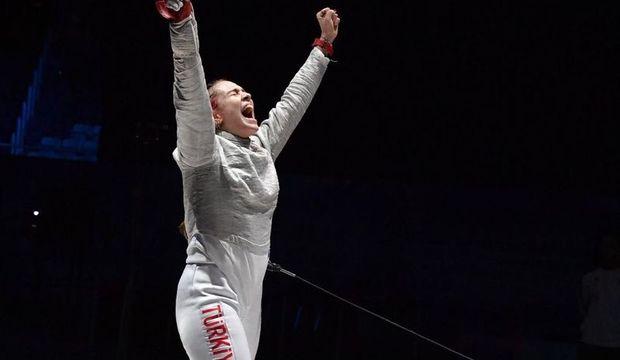 Deniz Selen Ünlüdağ eskrimde Avrupa Şampiyonu