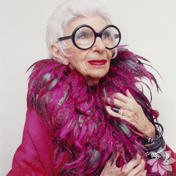 29 Ağustos 1921'de New York'ta doğdu.