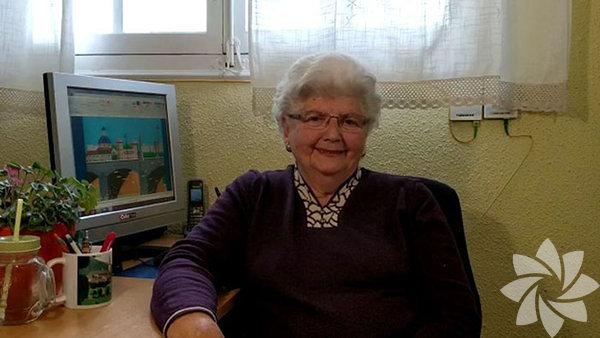 Paint programındaki çizimleriyle büyüleyen büyükanne