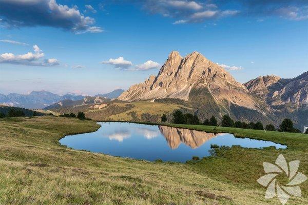 Koşu parkuru, Dolomitler, İtalya Dolomitler'dekayalık geçişler ve yemyeşil çayırlar üzerinde yürüyebiliyorsunuz. Ancak burada koşucular bastıkları yere dikkat etmek zorunda çünkü çok güzel manzaralara sebep olan kireçtaşı kolay parçalanabilir bir toprak yapısı. Dolomite Dağları'ndan kulübeye giden güzergahları zorlu olabilir ancak finalde şahane yiyecekler, rahat yataklar ve çeşitli içeceklerle bunun karşılığını alabilirsiniz.