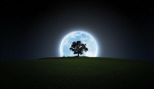 Ay, Koç burcuna geçiyor