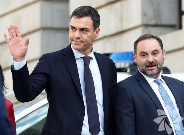 İspanya Başbakanı Mariano Rajoy'un parlamentoda yapılan güven oylamasını kaybetmesinin ardından yeni başbakan Sosyalist Parti lideri Pedro Sanchez başbakan oldu.