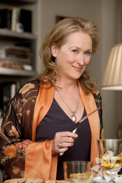 Merly Streep: Film, televizyon ve tiyatro oyuncusudur. En iyi kadın oyuncu Oscarı'nı kazanmıştır. Oynadığı bazı filmler: Şeytan Marka Giyer, Mamma Mia!, İlişki Durumu: Karışık, Demir Leydi.