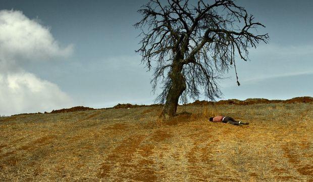 """""""İnsan neden en yakınında duran hayatı yaşamak zorunda?"""""""