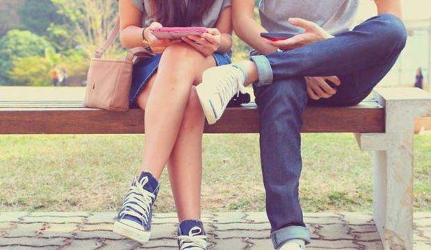 Akıllı telefonların ilişkilere zarar vermesini nasıl engelleriz?