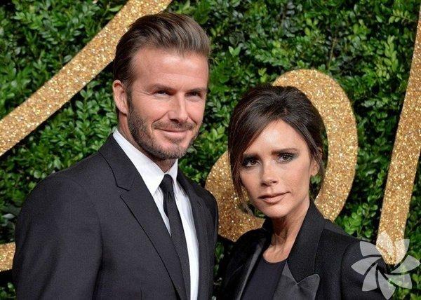 1999'da Dublin'deki Luttrellstown Kalesi'nde evlenen David Beckham (43) ile Victoria Beckham (44) çifti dünya basını tarafından haberi en çok yapılan ünlüler.
