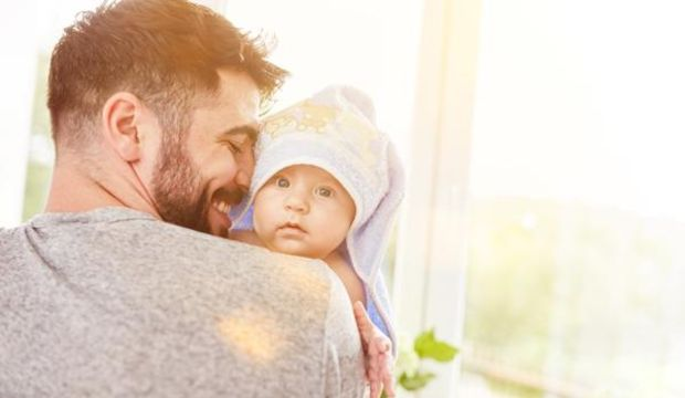 Babayı da bebek bakımına dahil etmenin 5 yolu