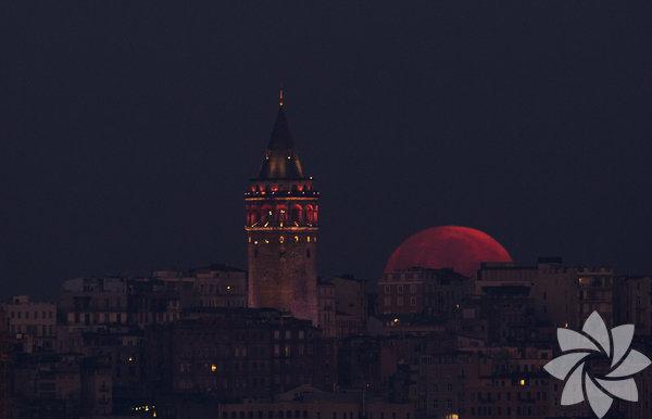 Yüzyılın en uzun Ay tutulması gerçekleşti