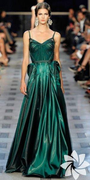 Eğer açık tenli biriyseniz mücevher yeşili olarak adlandırılan bu renk size çok yakışacaktır!
