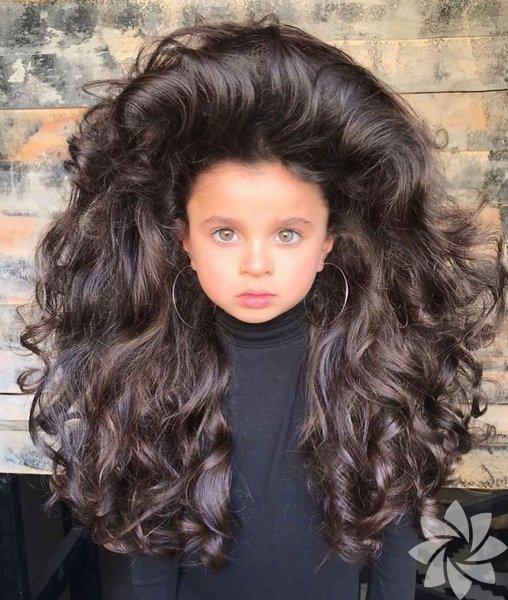 Mia Aflalo sadece 5 yaşında ve şimdiden Instagram'da 100 bine yakın takipçisi var. Bunun sebebi ise saçları!