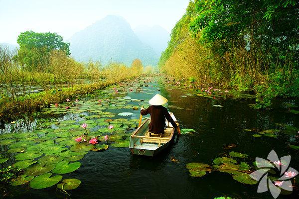 Vietnam Güneydoğu Asya'nın en cazip ülkesi olan Vietnam'da dolaşırken sırt çantalı turistlere rastlamanız mümkün. Günlük ortalama harcama 30 dolar civarında.