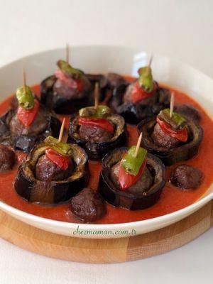 Fırında domates soslu patlıcanlı köfteler