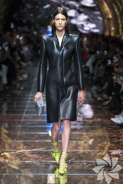 Balenciaga 2019 İlkbahar/Yaz koleksiyonu