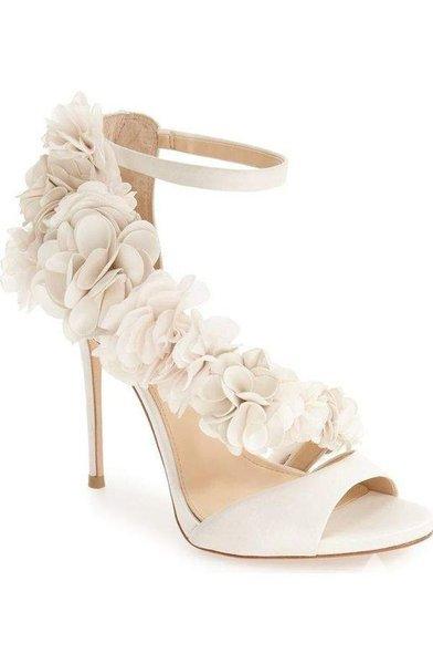 Çiçekli gelin ayakkabıları