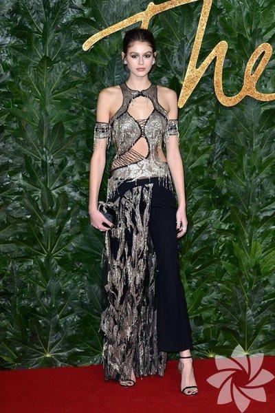 Yılın Moda Ödülleri (2018 British Fashin Awards) dün akşam Londra'daki Royal Albert Hall'da yapılan törenle sahiplerini buldu. Yılın modeli, Kaia Gerber seçildi.