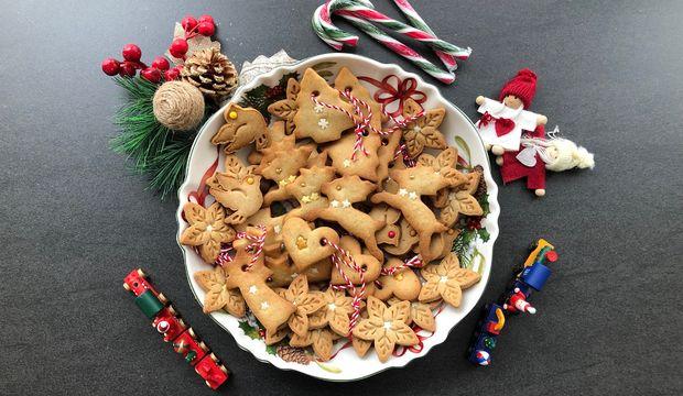 Zencefilli tarçınlı yeni yıl bisküvileri