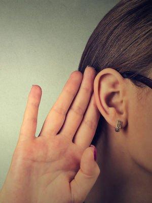 Söylenmeyeni duymak mı, söyleneni işitmek mi?