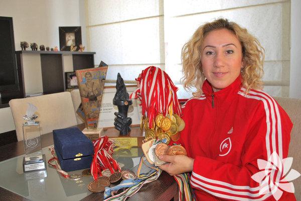 Hülya Şenyurt Türkiye'nin olimpiyatlarda madalya elde eden ilk kadın sporcusu, judocu. 1992 yılında Barselona'da gerçekleştirilen Yaz Olimpiyat Oyunları'nda 48 kiloda bronz madalya kazandı.