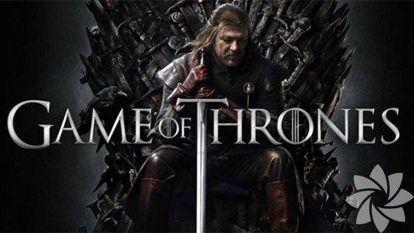 """Game of Thrones Eğer entrika, strateji ve şehvet ilginizi çekiyorsa mutlaka izlemeniz gereken dizilerin başında Game of Thrones geliyor. Kısa sürede en çok izlenen diziler arasına giren dizi G. R. R. Martin'in """"Buz ve Ateşin dansı"""" kitap serisinden uyarlandı. Derebeyliklerden oluşan alternatif bir dünyada geçen bu dizi, aynı zamanda bünyesinde eser miktarda büyü, insan dışı yaratıklar ve ejderha da barındırıyor. Diziyi izlerken dünya tarihine yapılan göndermeleri keşfettikçe dizi sizde bağımlılık yapmaya başlıyor. Kendine has bir felsefesi olan bir yapım olduğundan aynı zamanda sizi gerçek dünyadan da bir miktar uzaklaştırıyor. Karakterlerin bazılarının iyi mi yoksa kötü mü olduğuna zaman zaman karar vermekte zorlanabilirsiniz. Ayrıca yazar sevilen karakterlerin hayatına son verebilecek kadar da gözü kara. Çünkü karakter üzerinden yürüyen alışılagelmiş dizilerden farklı olarak olay döngüsünü esas alıyor. Dizinin final sezonu Nisan 2019'da seyircisiyle buluşacak."""
