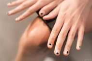 Son manikür trendi: Negative space nail art