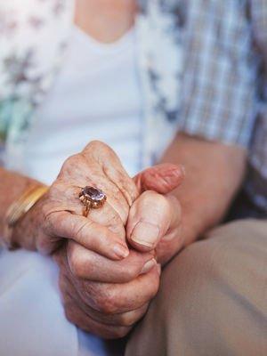 Ellerde başlayan ve süren aşk