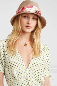 2019'da plajlarda hangi şapkalar moda?