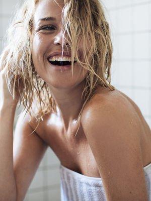 Saçlarınızı doğal yollarla arındırın: No Poo Akımı
